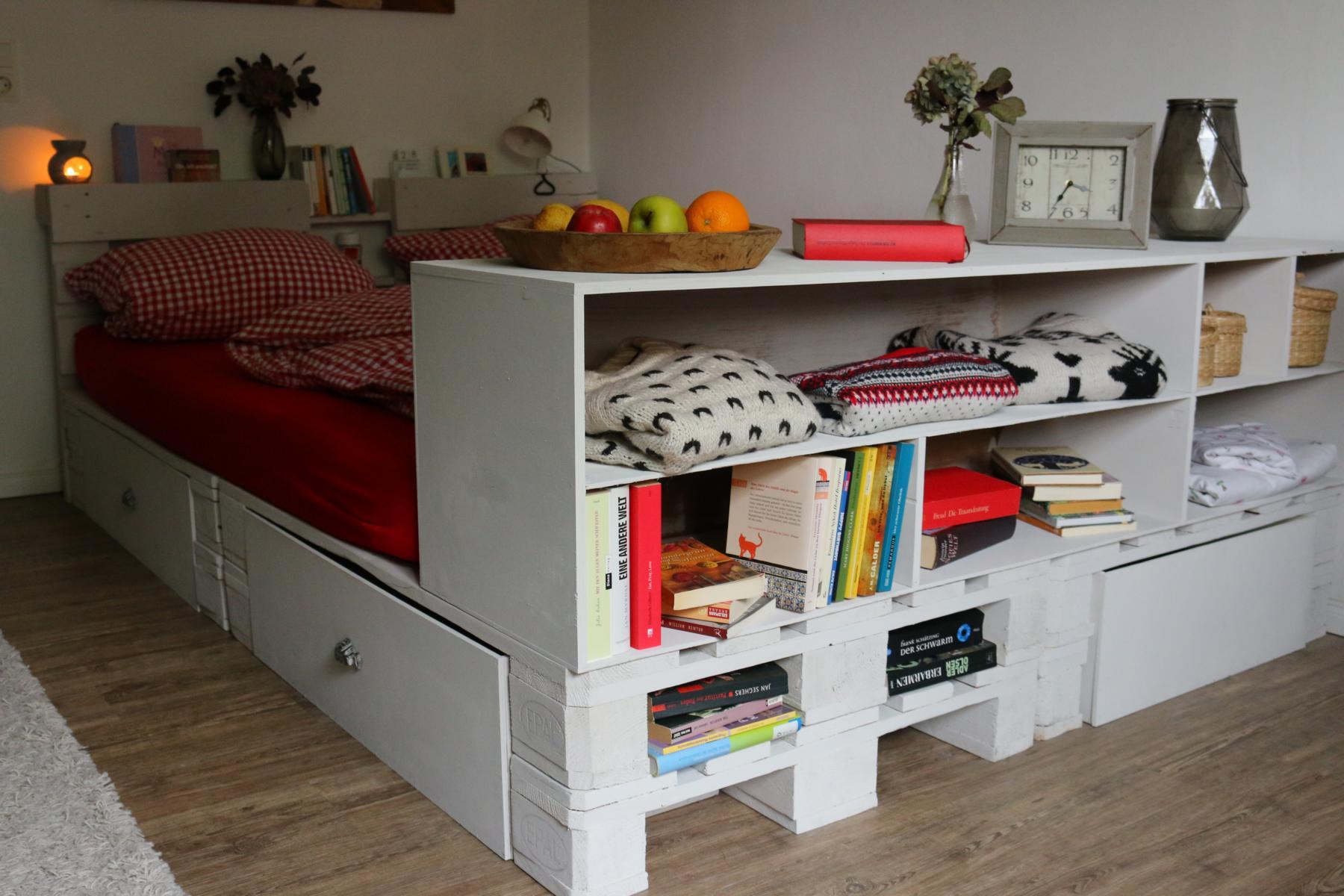 Palettenbett-kaufen-Bett aus Europaletten-Palettenmöbel 10