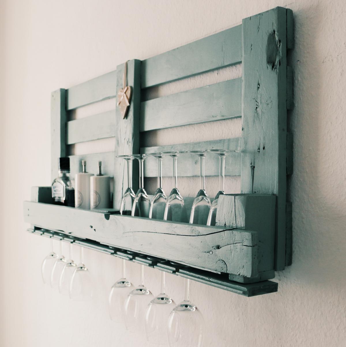 Weinregal-aus-paletten-weinregal-aus-europaletten-palettenmöbel