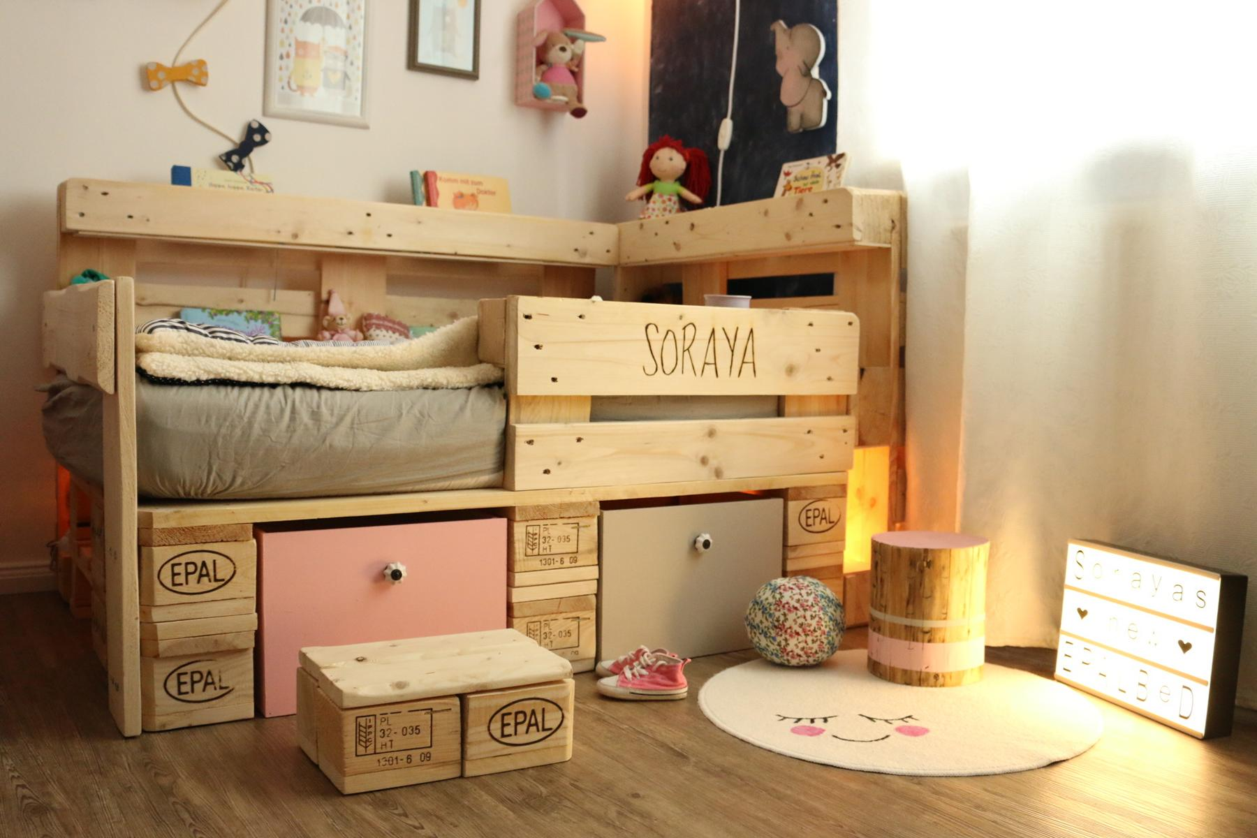 kinderbett aus europaletten palettenbett f r kinder anleitung. Black Bedroom Furniture Sets. Home Design Ideas