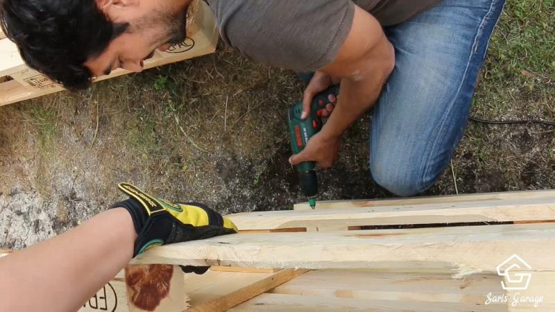 Terrasse aus Holzpaletten bauen