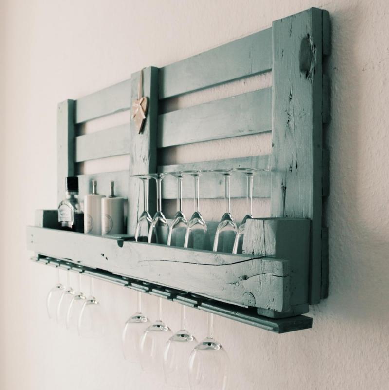 palettenbett ein bett aus paletten selber bauen oder kaufen ratgeber. Black Bedroom Furniture Sets. Home Design Ideas