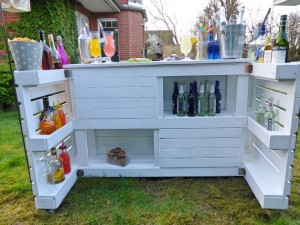 Bar-Theke aus Paletten-Palettenmöbel im Garten