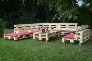 Gartenmöbel aus Paletten- Lounge im Garten