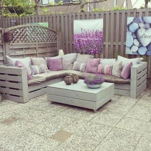 Paletten Lounge-Möbel aus Europaletten auf der Terrasse
