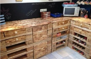 Palettenmöbel Küche selber bauen