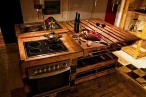 Palettenmöbel in der Küche