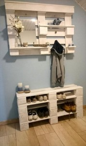 Schuhregal und Wandregal-aus-Paletten-Garderobe selber bauen